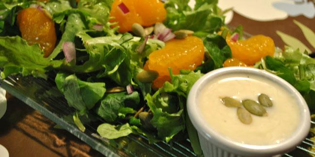Salade verte et vinaigrette crémeuse à la clémentine