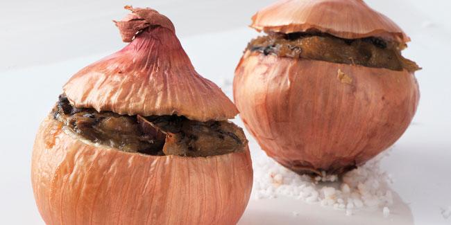 Oignons rosés de Bretagne farcis au four