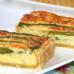 Tarte aux asperges et parmesan. Les asperges arrivent et on s'en donne à coeur joie ! cuites, crues, froides ou chaudes c'est toujours un régal.
