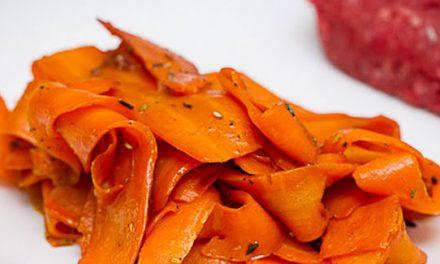 Tagliatelles de carottes à la sauce soja