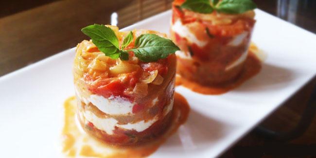 Mille-feuille de Tomates, Oignons & Chèvre frais