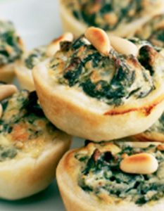 Découvrez des recettes et idées culinaire pour des moments de fête et de partage entre amis lors d'un l'apéro. bouchée épinard ricotta
