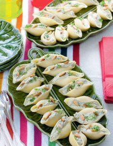 Découvrez des recettes et idées culinaire pour des moments de fête et de partage entre amis lors d'un l'apéro. pâte farcie gourmande