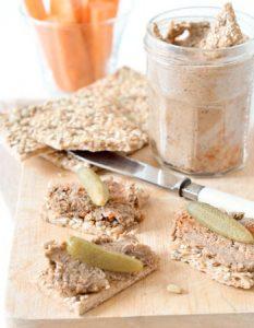 Découvrez des recettes et idées culinaire pour des moments de fête et de partage entre amis lors d'un l'apéro. rillette végétale lentille noix