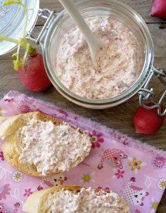 Découvrez des recettes et idées culinaire pour des moments de fête et de partage entre amis lors d'un l'apéro. rillette radis kiri