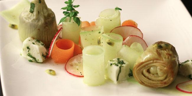 Jardin frais, cœurs d'artichauts rôtis et vinaigrette passion