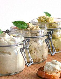 3 tartinades d'artichaut maison. Découvrez des recettes et idées culinaire pour des moments de fête et de partage entre amis lors d'un l'apéro.