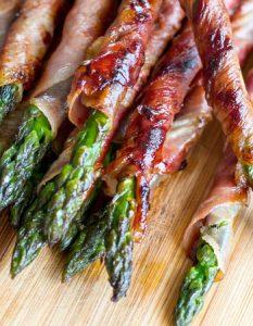 Découvrez des recettes et idées culinaire pour des moments de fête et de partage entre amis lors d'un l'apéro. asperge verte
