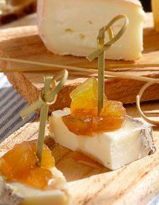 Découvrez des recettes et idées culinaire pour des moments de fête et de partage entre amis lors d'un l'apéro. confiture aubergine fromage