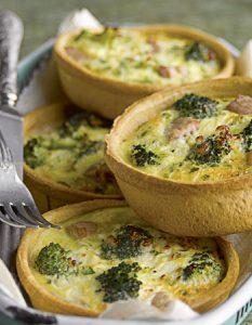 Quiche aux brocolis.Découvrez des recettes et idées culinaire pour des moments de fête et de partage entre amis lors d'un l'apéro.