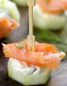 Découvrez des recettes et idées culinaire pour des moments de fête et de partage entre amis lors d'un l'apéro. concombre saumon fumé fromage frais