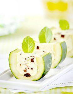 Découvrez des recettes et idées culinaire pour des moments de fête et de partage entre amis lors d'un l'apéro. concombre farci feta olives