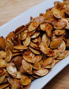 Découvrez des recettes et idées culinaire pour des moments de fête et de partage entre amis lors d'un l'apéro. graine citrouille