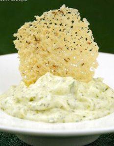 Découvrez des recettes et idées culinaire pour des moments de fête et de partage entre amis lors d'un l'apéro. crème courgette parmesan