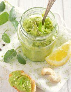Découvrez des recettes et idées culinaire pour des moments de fête et de partage entre amis lors d'un l'apéro. pesto courgette