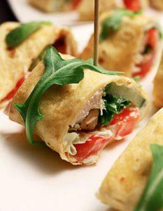 Découvrez des recettes et idées culinaire pour des moments de fête et de partage entre amis lors d'un l'apéro. Wrap poulet crudités