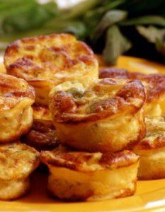 Découvrez des recettes et idées culinaire pour des moments de fête et de partage entre amis lors d'un l'apéro. bouchée poireau parmesan