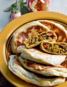 Découvrez des recettes et idées culinaire pour des moments de fête et de partage entre amis lors d'un l'apéro. gozlem crêpe turc poivron