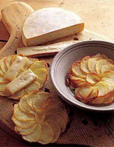 Découvrez des recettes et idées culinaire pour des moments de fête et de partage entre amis lors d'un l'apéro. pomme de terre reblochon