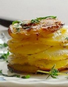 Découvrez des recettes et idées culinaire pour des moments de fête et de partage entre amis lors d'un l'apéro. pomme de terre mille-feuille