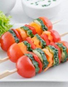 Découvrez des recettes et idées culinaire pour des moments de fête et de partage entre amis lors d'un l'apéro. bouchée tomate cerise légume