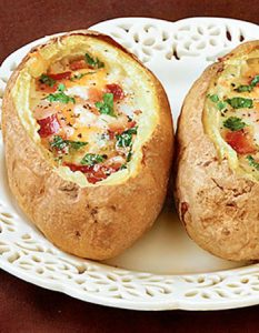 Découvrez des recettes et idées culinaire pour des moments de fête et de partage entre amis lors d'un l'apéro. pomme de terre oeuf cocotte