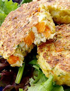 Croquettes de millet à la carotte, au cumin et au gruyère. Elaborer des recettes végétariennes (végan) à partir des produits du potager, légumes et les fruits, souvent qualifiées de recettes minceur.