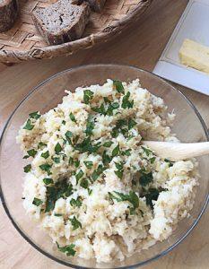 Purée de chou fleur au beurre noisette. Elaborer des recettes végétariennes (végan) à partir des produits du potager, légumes et les fruits, souvent qualifiées de recettes minceur.