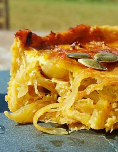 Tarte à l'oignon (végétarien). Elaborer des recettes végétariennes (végan) à partir des produits du potager, légumes et les fruits, souvent qualifiées de recettes minceur.