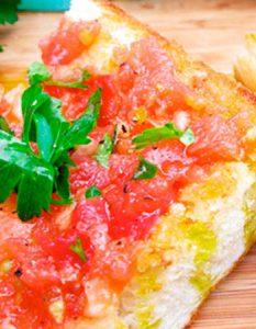 Petit déjeuner d'Andalousie. Elaborer des recettes végétariennes (végan) à partir des produits du potager, légumes et les fruits, souvent qualifiées de recettes minceur.