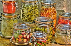 Des recettes de conserves pour les légumes et fruits de votre potager et de votre verger : lacto-fermentation, stérilisation, sel, sucre, huile, vinaigre