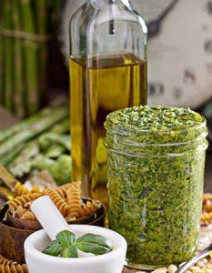 Pesto alla Genovese. Des recettes de conserves pour les légumes et fruits de votre potager et de votre verger : lacto-fermentation, stérilisation, sel, sucre, huile, vinaigre