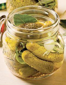 cornichon estragon. Des recettes de conserves pour les légumes et fruits de votre potager et de votre verger : lacto-fermentation, stérilisation, sel, sucre, huile, vinaigre