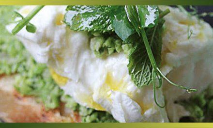 Crostini de saison à l'écrasée de petits pois , menthe et mozzarella