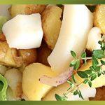 Recette-Seiche en salade & pommes de terre primeur.La pomme de terre peut être une source importante de glucides, mais aussi de protéines et de vitamines.