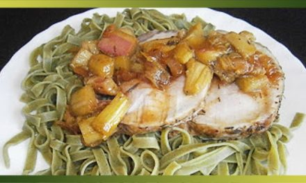 Rôti de porc au miel, au thym et à la rhubarbe