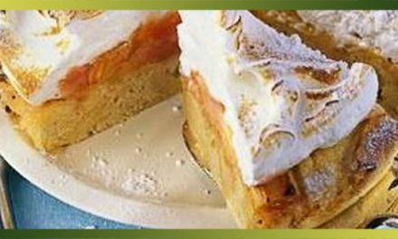 Gâteau à la rhubarbe meringué