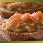 Recette-Tartine au saumon fumé, confit de fenouil et rhubarbe
