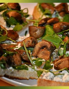 Bruschetta aux champignons et feta