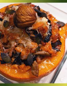 Potimarron farci aux champignons, carottes et châtaignes